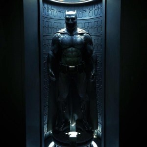 close-up-look-at-batfleck-s-suit-in-batman-v-superman-dawn-of-justice-how-will-batman-lo-369016